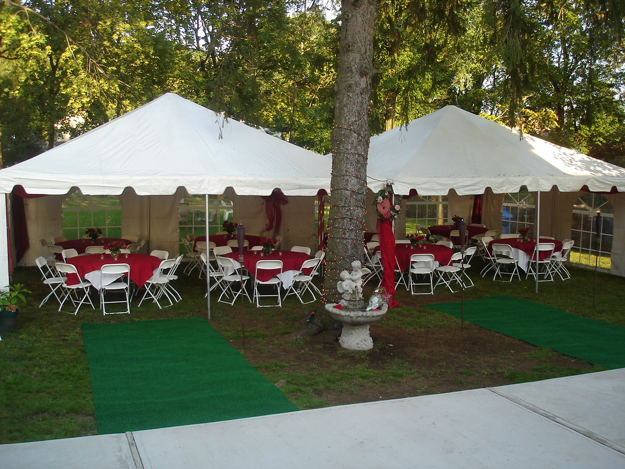 The tent package will be adjusted in these proportions to suit the number of guests.